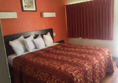 Travelodge by Wyndham Sacramento Convention Center - Sacramento - Bedroom