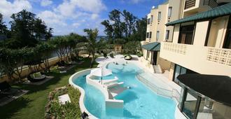 La Casa Panacea Okinawa Resort - אונה - בריכה