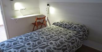Hostel Almansa - Madrid - Bedroom