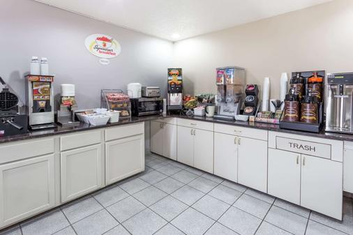 Super 8 by Wyndham Mundelein/Libertyville Area - Mundelein - Buffet