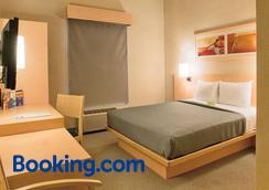 薩卡特卡斯都市快捷酒店 - 拉卡提卡斯 - 薩卡特卡斯 - 臥室