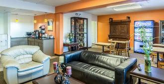 Motel 6 Springfield, OH - Springfield - Living room