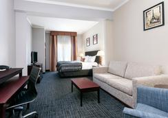 Wingate by Wyndham Athens Near Downtown - Athens - Bedroom