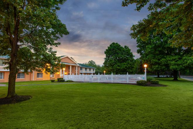 Baymont by Wyndham Harrisburg - Harrisburg - Näkymät ulkona