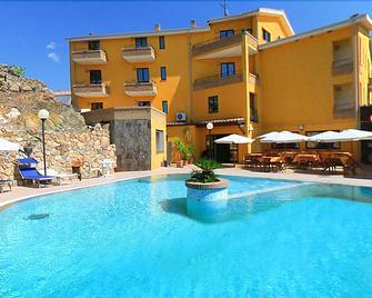 Hotel Le Palme - Sant'Anna Arresi - Pool