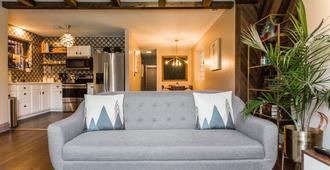 Villa Dubois Guest House - Chicago - Living room