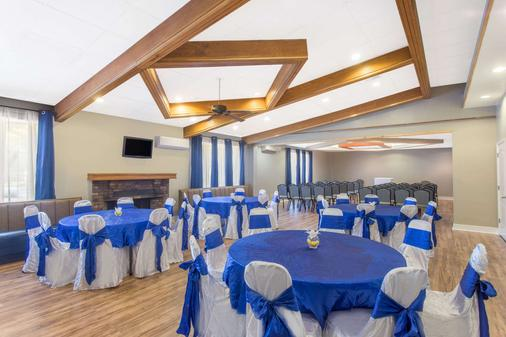 默特爾比奇戴斯酒店 - 麥爾托海灘 - 默特爾比奇 - 宴會廳