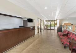 Days Inn by Wyndham Myrtle Beach - Myrtle Beach - Lobby