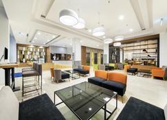 Holiday Inn Express Jakarta Matraman - Jakarta - Lobby