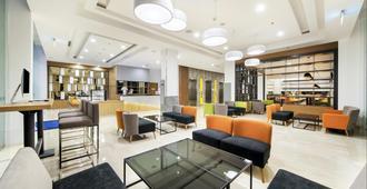 Holiday Inn Express Jakarta Matraman - Yakarta - Lobby