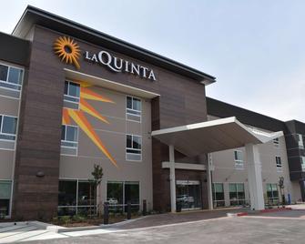 La Quinta Inn & Suites by Wyndham San Bernardino - San Bernardino - Gebäude