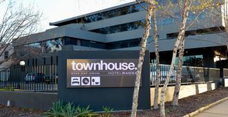 Townhouse Hotel - Wagga Wagga