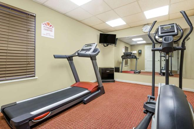 Hawthorn Suites by Wyndham Columbus North - Columbus - Gym