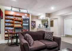 Hawthorn Suites by Wyndham Columbus North - Columbus - Hotel amenity