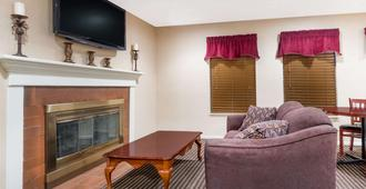 Hawthorn Suites by Wyndham Columbus North - Columbus - Sala de estar