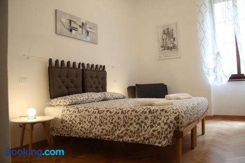Bed & Breakfast Mia - Trento - Bedroom