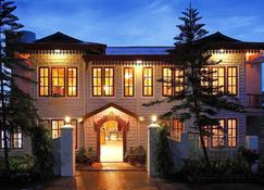 Golden Empress Hotel - Nyaungshwe - Building