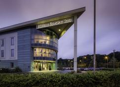 Hilton Garden Inn Luton North - Luton - Building