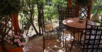 Villa Archegeta - Giardini Naxos - Patio