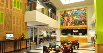 Maxonehotels.com At Kramat - Jakarta - Lobby