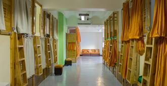 Luxs Capsule Hotel - Hostel - Adults Only - Cebu City - Hallway