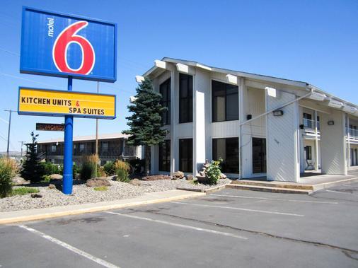 Motel 6 Madras, OR - Madras - Building