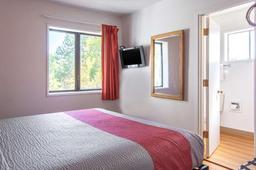 Motel 6 Madras, OR - Madras - Bedroom