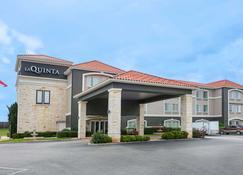 La Quinta Inn & Suites by Wyndham Fredericksburg - Fredericksburg - Building
