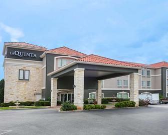 La Quinta Inn & Suites by Wyndham Fredericksburg - Fredericksburg