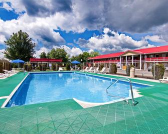 Quality Inn New River Gorge - Fayetteville - Pool