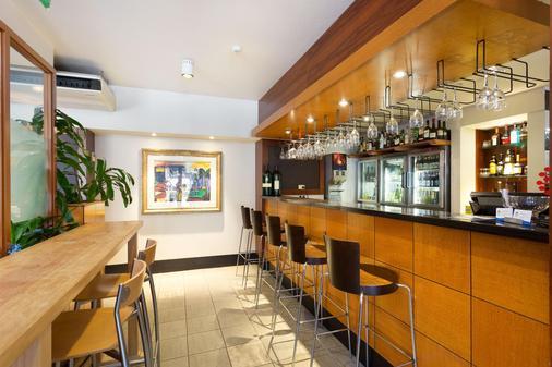 Ramada by Wyndham Brisbane Windsor Hotel - Brisbane - Bar