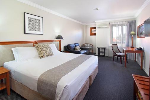 Ramada by Wyndham Brisbane Windsor Hotel - Brisbane - Bedroom