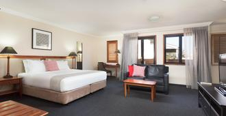 Ramada By Wyndham Brisbane Windsor - Brisbane - Bedroom