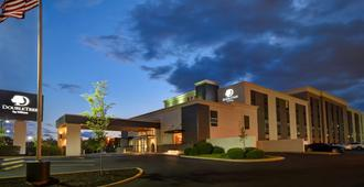 DoubleTree by Hilton St. Louis Airport - St. Louis - Building