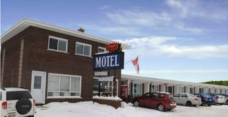 Regal Motel - Timmins - Building