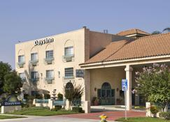 Days Inn by Wyndham Riverside Tyler Mall - Riverside - Building