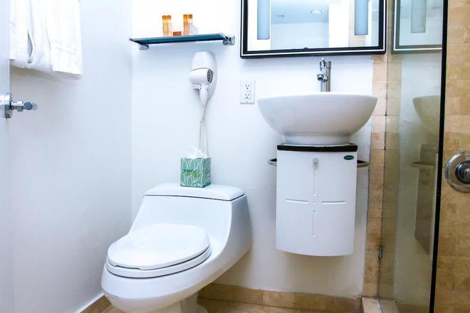 Dorchester Hotel & Suites - Miami Beach - Bathroom