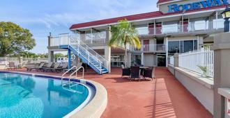 Rodeway Inn Clearwater-Largo - Clearwater - Pool
