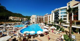 Grand Pasa Hotel - מרמריס - בריכה