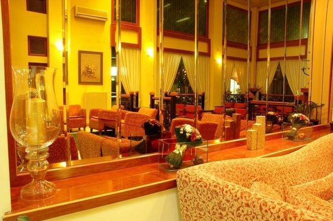 Hotel Pantheon - Pýrgos - Lobby