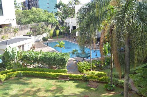 Jacaranda Nairobi Hotel - Nairobi - Pool
