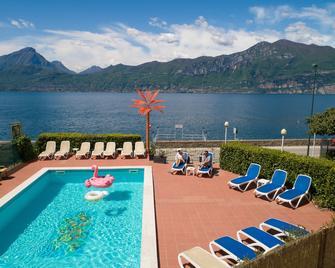 Hotel Caribe - Brenzone - Svømmebasseng