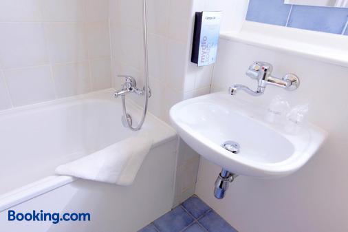 Campanile Epinal - Épinal - Salle de bain