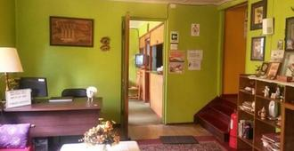 Hostal Chiloe - Hostel - Punta Arenas - Rezeption