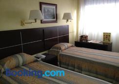 Hotel Europa - Montevideo - Bedroom