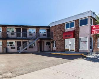 Econo Lodge Inn & Suites - Drumheller - Building