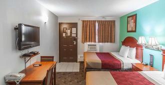 Econo Lodge Inn & Suites - Drumheller - Bedroom