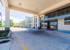 Econo Lodge Inn and Suites Bentonville - Rodgers - Bentonville - Building