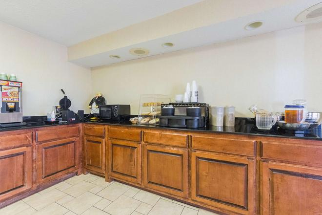 Econo Lodge Inn and Suites Bentonville - Rodgers - Bentonville - Buffet
