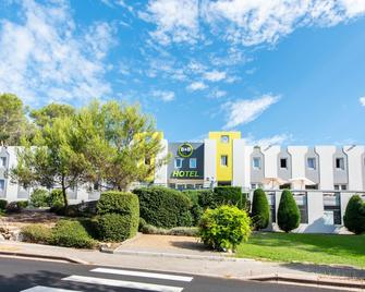 B&b Hôtel Antibes Sophia Le Relais - Biot - Building